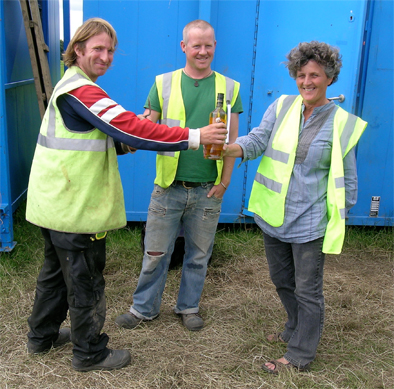 Geraldine presents a bottle of whisky to Mark who passes on the trowel of command to Liam, the new supervisor on the site.