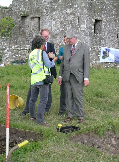 Minister Martin Mansergh and Dermot Burke of the Office of Public Works discuss the excavation.