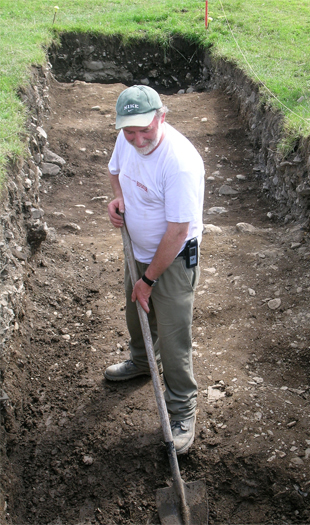 The last man standing … in the medieval ditch, Bernard digs out the last deposits from the Medieval ditch.